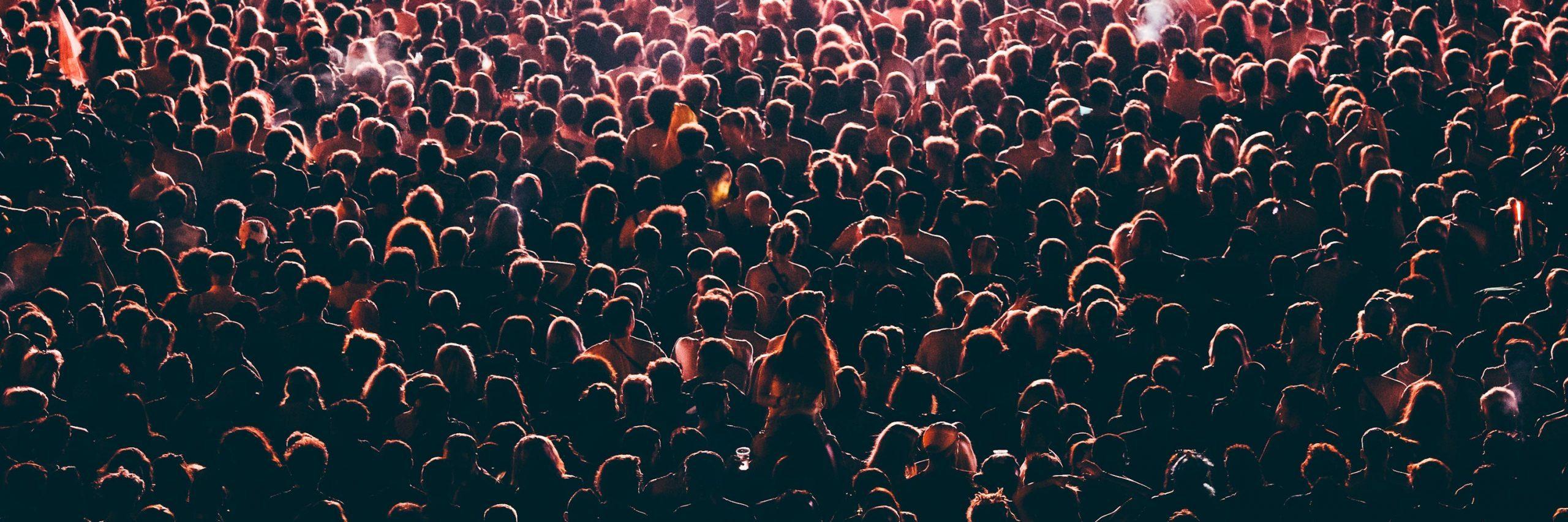 Encerrado junto 50 mil personas